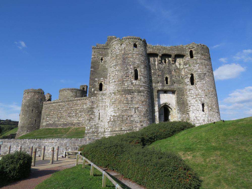 4 kidwelly castle exterior