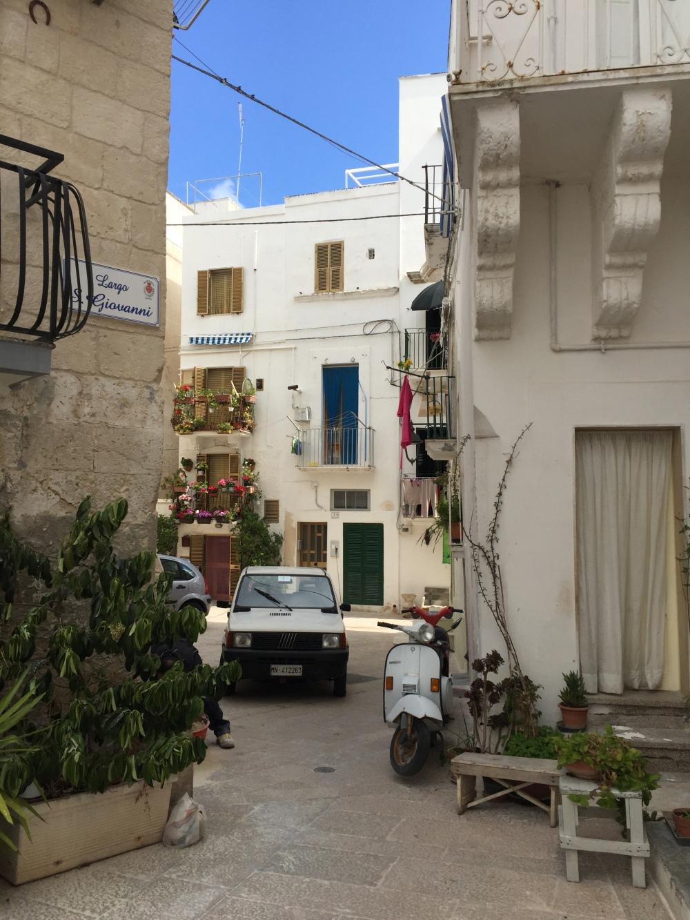 mono alley 1